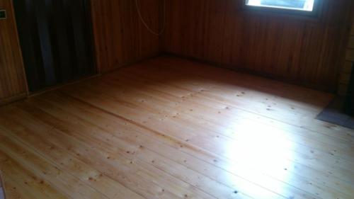 Renovace podlahy Stříbrná Skalice 2015